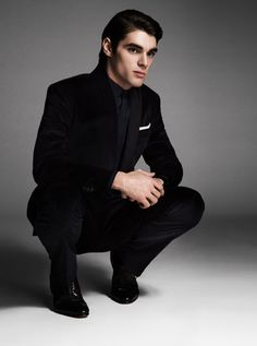 RJ Mitte Interview on bullying, Breaking Bad, and producing a documentary. #RJMitte #BreakingBad