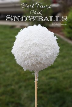 Realistic Faux Snowballs for your Home & Holiday Decor, Best Faux (Fake)… Diy Xmas, Christmas Fun, Christmas Wreaths, Christmas Ornaments, White Christmas, Christmas Projects, Christmas Booth, Frozen Christmas, Office Christmas