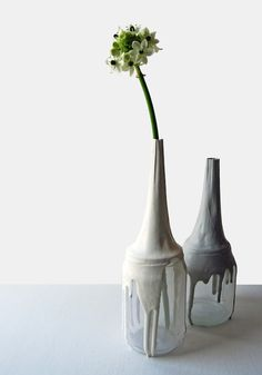 The work of Femke Roefs; The Kumi vases are made of empty jars of glass transformed into a vase. So beautiful and delicate. Paint Dipping, Ikea, Bottle Vase, Wine Bottles, Painted Vases, Altered Bottles, Drip Painting, Glass Ceramic, Fun Crafts