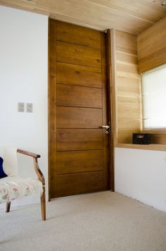 Modern barn door hardware for wood door modern - Puertas de madera interiores modernas ...