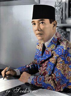 Ang Ato: ir Soekarno Berbaju Batik