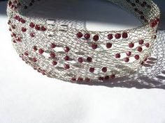 geklöppeltes Halsband aus 925er Silber mit Granat