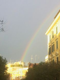 Arcobaleno nei cieli di Roma