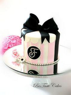 Stripes Bow vintage cake