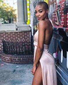 Her dress emphasises her nice skin and softness oh her body , wanna to have her dressed in this dress exactly wanna to gift deep orgasms to her! I Love Black Women, Black Is Beautiful, Black Girls, Natural Hair Styles, Short Hair Styles, Bald Hair, Bald Women, Ebony Women, African Beauty
