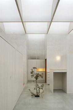 Daylight House by Takeshi Hosaka Architects   http://www.yellowtrace.com.au/2013/12/03/takeshi-hosaka-architects-daylight-house-tokyo/