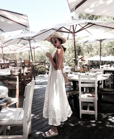 """10.1 k mentions J'aime, 74 commentaires - Chriselle Lim  임소정 (@chrisellelim) sur Instagram: """"The perfect summer dress and also a great pregnancy dress.  And no  im not pregnant... yet  on…"""""""