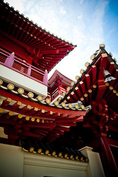 Buddha Tooth Relic Temple, a stone's throw from Matchbox The Concept Hostel, Singapore #matchboxtheconcepthostel