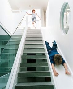 stair-slide-for-kids-room ( I would also have lots of fun doing this and I´m not a kid :p)