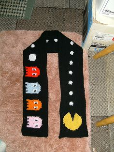 Ravelry: olive2's 2 sided mr & ms pac-man scarf