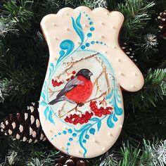 Продолжаю анонс программы новогоднего мастер-класса на 9 декабря в @ital.konditer: рукавичка - классический подарок как для мужчины, так и для женщины, размер рукавички 15 см. Выполнен в технике росписи акварелью с элементами объёмной заливки