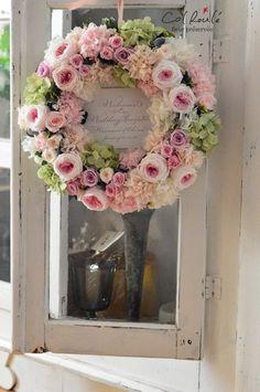 20 Summer Wreaths That Will Brighten Your Front Door Floral Garland, Flower Garlands, Flower Decorations, Flower Wreath Funeral, Funeral Flowers, Beautiful Flower Arrangements, Floral Arrangements, Corona Floral, Vintage Wreath
