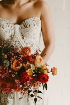 This gentle and warm bridal bouquet is perfect for a fall wedding | Image by Diana Albrecht Photography
