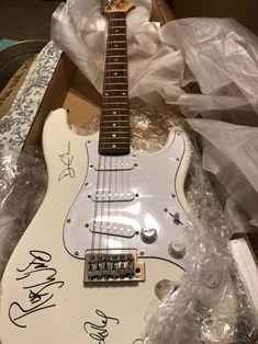 Electric Guitar on Mercari Music Aesthetic, Aesthetic Vintage, Fender Guitars, Fender Guitar Case, Cool Electric Guitars, Beautiful Guitars, Guitar Design, Cool Guitar, Music Stuff