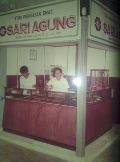 #sariagung_brotherhood | #pasarturibaru | #1970 | #surabaya | right my father