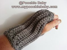 Free Crochet Pattern: Fingerless Gloves- they'd match the set I made!
