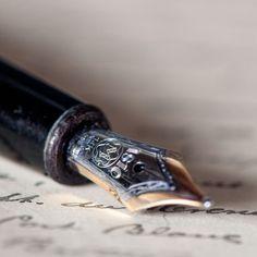 Creo que un trabajo ideal es el periodista. Se puede jugar con las palabras, viajar, y sea su propio jefe.