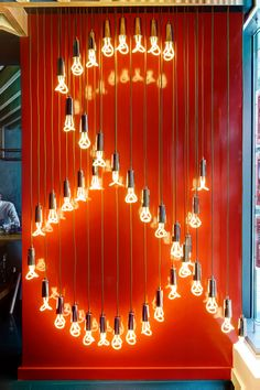 Estate agent Johns&Co showcases the Baby Plumen like no one else! This display in Canary Wharf has a Hollywood feel to it.