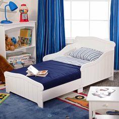 Perfect kinderzimmer einrichten wei blaues bett bunter teppich mit autos motiv deko blaue vorh nge