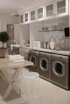 16 Beautiful Laundry Room Spaces For Optimal Organization (1)