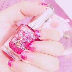 【glitter nail💅】 . I coloured my nails while I'm watchin' movies at home so I didn't have to wait for drying. Even though I have many kinds of nail polish, I always use pink one after all. . 自宅で映画鑑賞中に爪を塗りました🎥 そうすれば乾燥を待たずに済むので👏 沢山のマニキュアの中で、結局いつも桃色ばかり使っちゃうな😋 . #selfnail #shortnails #gradationnail #pinknailpolish #whilewatchingmovie #glitternails #diamondnails #nailstagram  #セルフネイル #ショートネイル #ラメグラデーションネイル #ピンクネイル #映画鑑賞中 #ダイヤネイル
