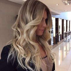 Ombré Hair, Hair Day, Her Hair, Wavy Hair, Inspo Cheveux, Hair Heaven, Blonde Balayage, Blonde Ombre, White Blonde