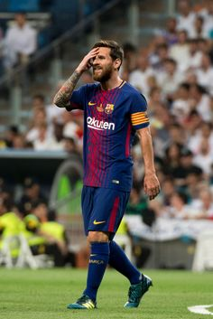 """ Lionel Messi gestures during the second leg of the Spanish Supercup football match Real Madrid vs FC Barcelona at the Santiago Bernabeu stadium in Madrid, on August "" God Of Football, Best Football Players, Football Memes, Football Match, Soccer Players, Fc Barcelona, Barcelona Website, Lional Messi, Neymar"