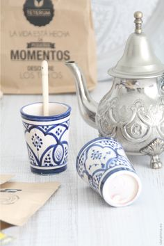 moroccan vintage teapot and ceramic glasses. dar amïna blog
