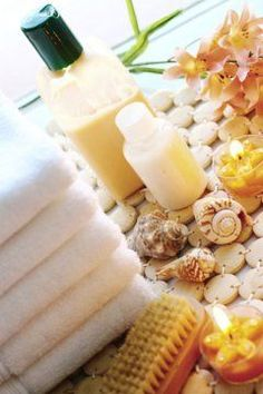 Obviously I'm obsessed with DIY body care products. This one is a homemade body wash.