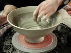 Throwing / Making a big clay pottery mixing bowl on the potters wheel demo Ceramic Tools, Ceramic Clay, Ceramic Artists, Ceramic Pottery, Pottery Art, Pottery Lessons, Pottery Classes, Ceramic Techniques, Pottery Techniques