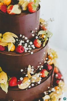 Creative wedding photography | Parley Manor weddings | Chocolate wedding cakes - Paul Underhill Photography