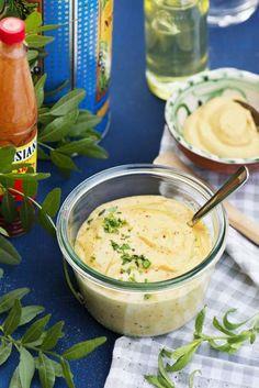 Dijonnäs är en sorts majonnäs med extra mycket senap i. Den passar perfekt till nöt, fläsk och kyckling.