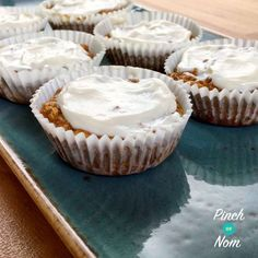If you thought you'd eaten your last carrot cake after you started on your Slimming World journey think again! These little cakes are amazing….and syn free if you use the oats as your HEB! If you decide not to use your HEB then they will be 1 syn each. Slimming World Carrot Cake, Slimming World Desserts, Slimming World Recipes Syn Free, Cake With Cream Cheese, Cream Cheese Frosting, Syn Free Cake, Carrot Spice Cake, Carrot Cakes, Pinch Of Nom