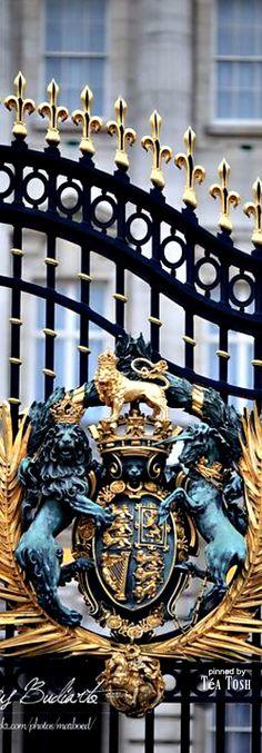 ❇Téa Tosh❇ Buckingham Palace London                                                                                                                                                                                 More