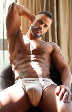 #bigbulge come on over here and play with this inviting bulge