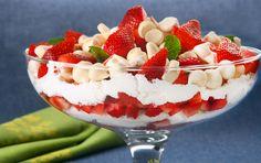 Copa de Frutillas y merengues > Postres | Unilever Food Solutions Argentina Mousse, Argentina Food, Tea Time, Strawberry, Youtube, Almonds, Fruit, Beverage, Meals