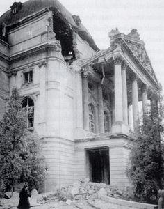 Opernhaus nach dem Bombenangriff, Graz, 1. November 1944
