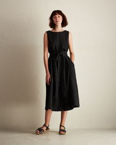 Supple, weighty, Italian-woven, garment-dyed cotton/linen twill. Boat-neck. Cross-over V at back. Inverted box pleats in skirt. Single patch pocket at back of skirt. Wide, wrappy self fabric tie at waist.