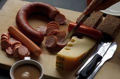 Así son los desayunos alrededor de todo el mundo-En Alemania son famosos los Wursts, quesos y el pan recién horneado, todo regado con un café fuerte.