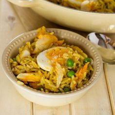 Haddock kedgeree is delicious for brunch or as a light dinner. And we love this family-friendly spicy rice, boiled eggs and soft flaked fish dish. Banting Recipes, Meat Recipes, Crockpot Recipes, Chicken Recipes, Recipies, Breakfast Dishes, Breakfast Recipes, Dinner Recipes, Lunches And Dinners