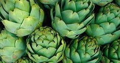 8 Foods That Help Prevent Acne Breakouts. Artichokes: This is another food that is full of antioxidants and vitamin C. Artichokes are known for being chock-full of fiber, and thus help to remove toxins from the body which make it a great option for healthy skin.