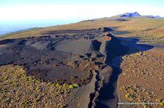 Volcán de Fasnia, en las estribaciones del Parque Nacional del Teide, una erupción de lava negra muy singular en la isla de Tenerife.