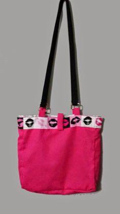 Yep, that's my purse! I'm over at Vicki Batman's site for Handbag Monday. | Handbags, Books...Whatever: @VickiBatman - #handbag #MFRWorg #RLFBlog #PlottingPrincesses #fashion