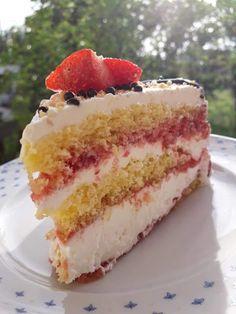 Φραουλένια τούρτα !!!! ~ ΜΑΓΕΙΡΙΚΗ ΚΑΙ ΣΥΝΤΑΓΕΣ 2 Cookie Recipes, Dessert Recipes, Desserts, Greek Sweets, Surprise Cake, Food Gallery, Greek Recipes, Beautiful Cakes, Vanilla Cake