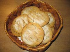 Perunaiset tattaririeskat 4 dl porkkanaperunamuussia tai perunamuussia 1 kananmuna 2 dl tattarijauhoja (suolaa)