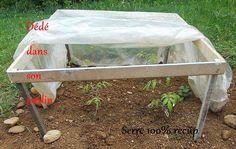 Comment fabriquer une serre à moins de 10 euros. – Dédé dans son jardin Garden Tools, Horticulture, Permaculture, Garden Online, Garden, Garden Beds, Plastic Bottle Greenhouse, Nature Garden, Garden Compost