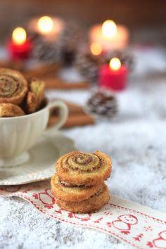 Haselnuss Zimtbällchen und Zimtschnecken Kekse Plätzchen (5)