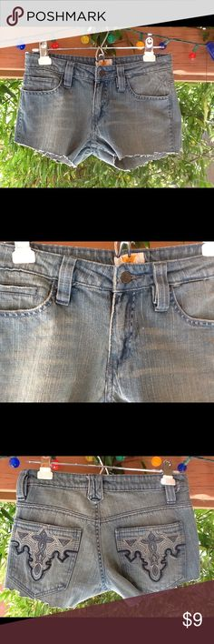 Antik Denim Booty Shorts 28 waist Sexy cut offs Hot, Booty shorts, Antik Jeans. Low rise. (3) Antik Batik Shorts Jean Shorts