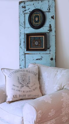 gorgeous door. great color.  the pillows killer too.  would look great in my living room