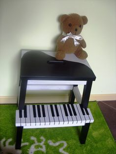stepping stool painted like a piano. How fun would this be for kids?!